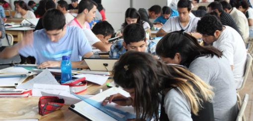 El cronograma previsto buscará garantizar clases presenciales en todo el país