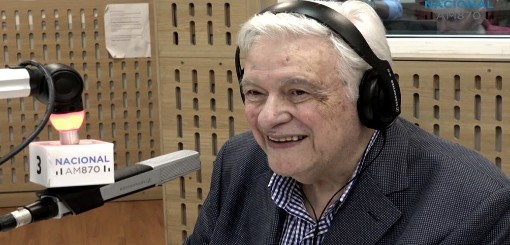 Héctor Larrea, una carrera de 60 años con la compañía del micrófono