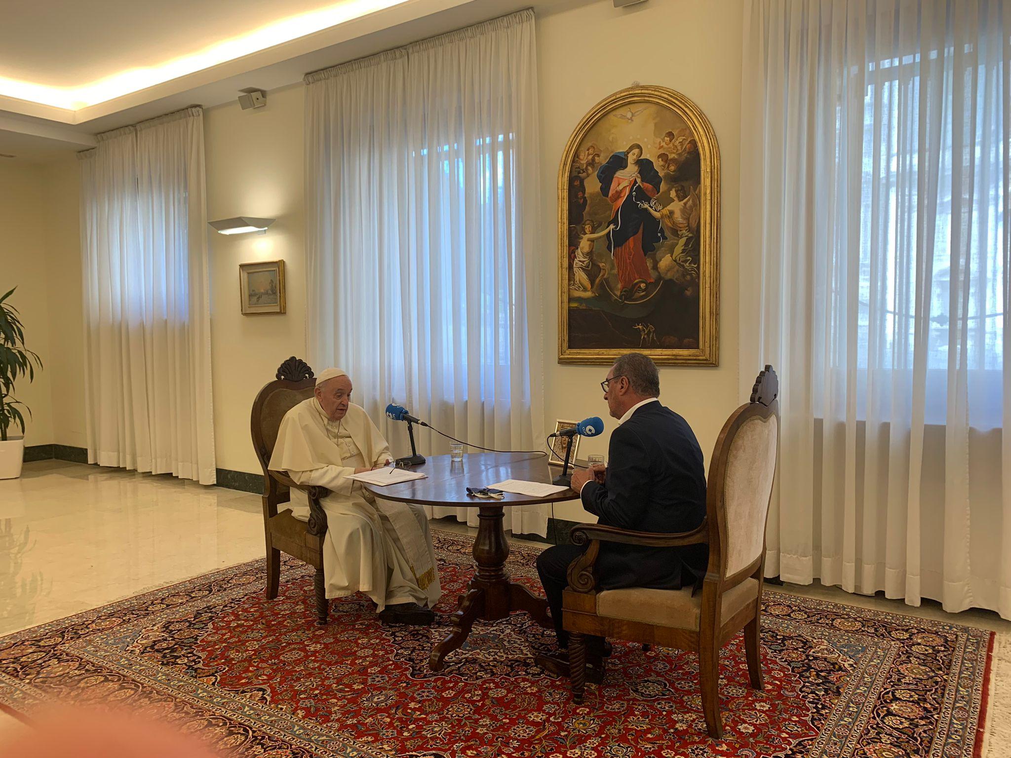 Papa Francisco con Carlos Herrera